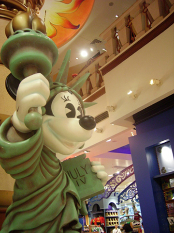 Minnie Miss Liberty muñezo Disney Store Quinta Avenida Nueva York