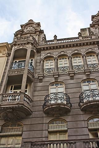 Edificio fachada detalles balcones Modernismo Bernabé Soriano Jaén
