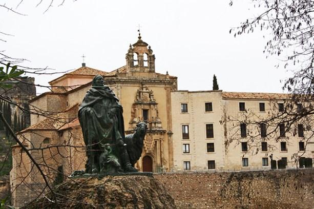Monumento al Pastor de Las Huesas del Vasallo desde una privilegiado lugar de la hoz del Huecar
