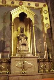 Virgen de Montserrat Moreneta altar Barcelona