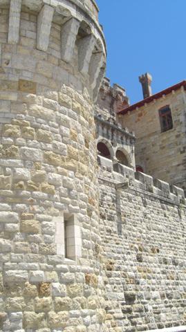 Torre y muro piedra palacio Estoril costa Lisboa Portugal