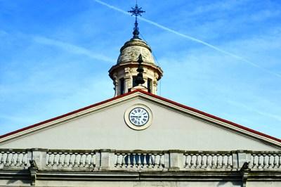 Torre frontón reloj Museo Oriental Convento Agustinos Filipinos Valladolid