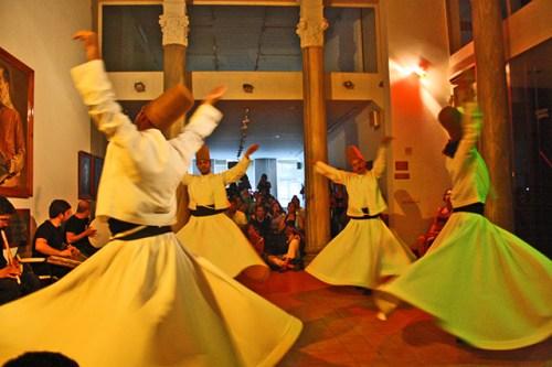 Derviches danza turca mística Museo de la Prensa Estambul