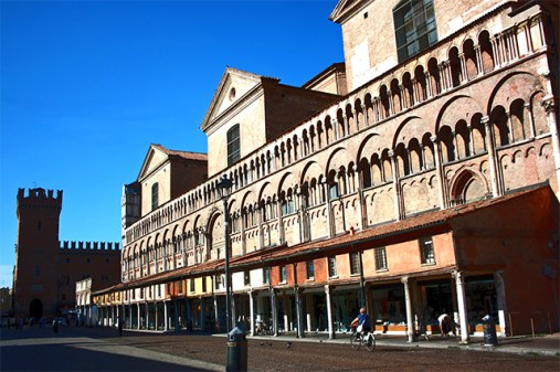 Piazza Trento Trieste centro histórico Ferrara