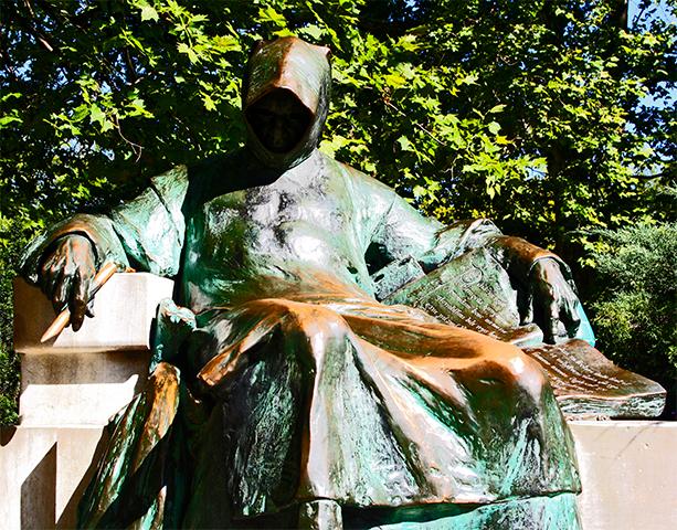 Estatua Nevtelen de György Ligeti Budapest
