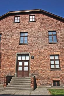 Entrada fachada bloque ladrillo Auschwitz Birkenau