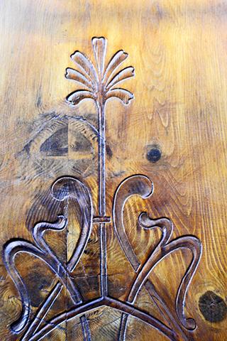 Relieve puerta madera Art Nouveau Reus