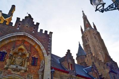 Arquitectura medieval calles iglesia Brujas Bélgica