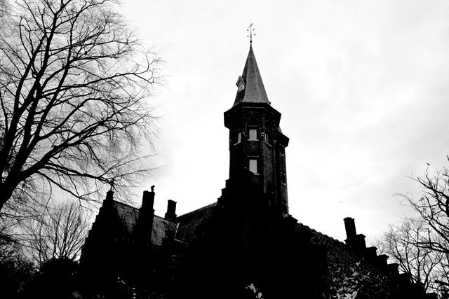 Torres y casas begijnhof Brujas blanco y negro