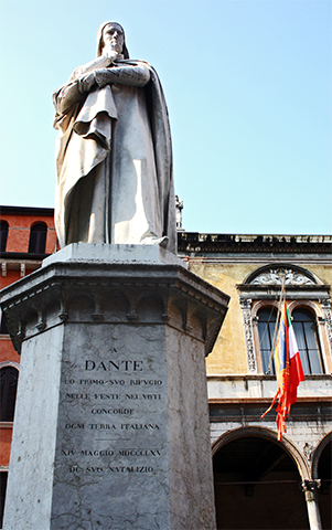 Estatua Dante Alighieri Piazza dei Signori Verona