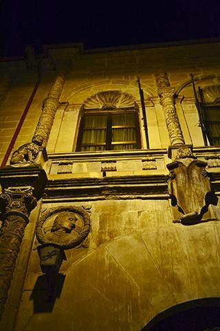 Fachada esculturas escudos heráldicos Palacio Los Torrente Úbeda Jaén