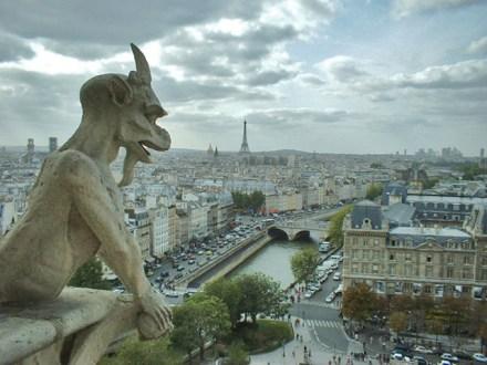 Gárgola diablo Torre Eiffel Notre Dame vistas París
