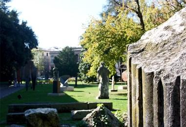 Columna esculturas Giardini dell'Arena Padua