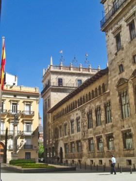 Plasa Manises prop del Palau de la Generalitat