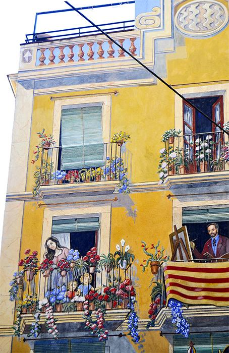 Mural color edificio Plaça Sedassos Tarragona