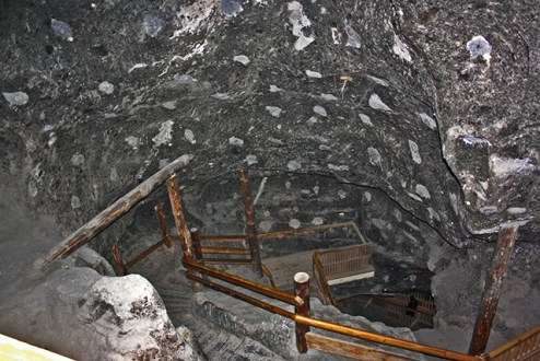 Bajada escaleras interior Minas sal Wieliczka Cracovia Polonia