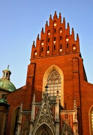 Fachada principal gótica Iglesia San Francisco Cracovia