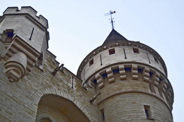 Torre castillo Porte de Hal entrada sur Bruselas