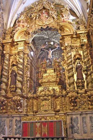 Pórtico dorado Iglesia Sao Francisco Evora Portugal