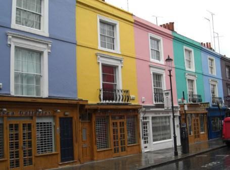 Casas colores pastel Portobello Road Market Londres