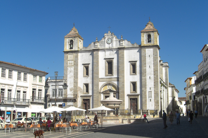 Plaza do Giraldo Iglesia Evora Portugal