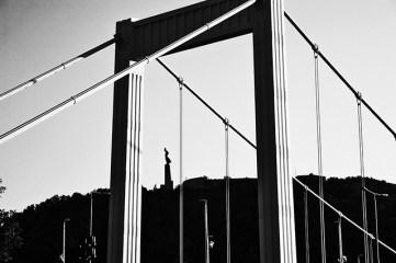 Monumento a la liberación y Puente de Isabel Budapest