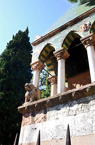 Esculturas ventanas león arquitectura gótica francesa iglesia Bolonia