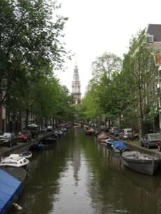 Vistas Prinsengratch canal barcos iglesia Amsterdam
