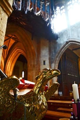 Escultura águila oro Iglesia Sagrada de la Trinidad Stratford-Upon-Avon