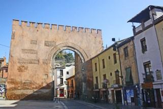 Puerta de la famosa calle Elvira