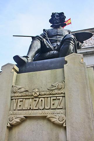 Puerta escultura Velázquez Museo Prado Madrid