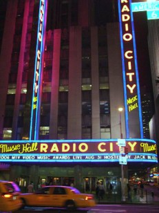 Fachada Radio City Music Hall MTV Music Awards Nueva York noche