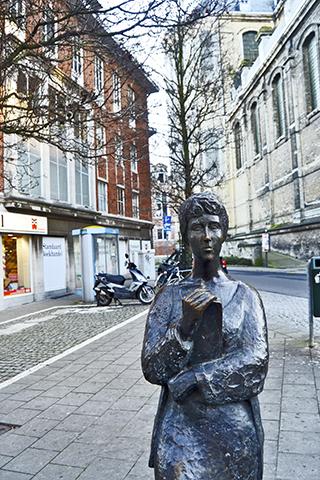 Escultura estudiante Renee standbeeld Lovaina