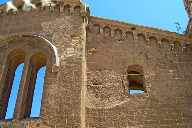 Restos de la Catedral antigua de Santa Maria la Vieja junto al Teatro Romano