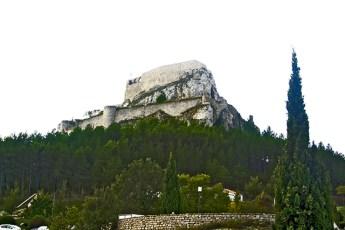 Castillo piedra colina bosques cima Morella Castellón