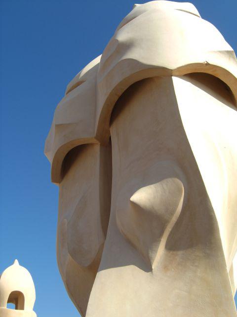Chimeneas Modernismo azotea La Pedrera Antoni Gaudí Barcelona