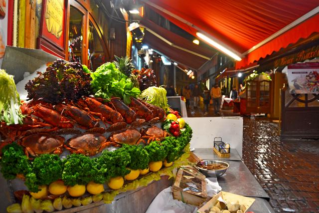 Cangrejos langostas mariscos restaurantes Rue des Bouchers centro Bruselas