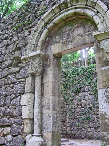 Entrada ruinas Castelo dos Mouros Serra da Sintra Portugal
