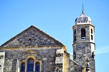 Sacra Capilla fachada exterior torre piedra Iglesia El Salvador Úbeda Jaén