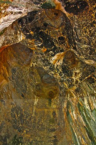 Cueva rocas calcáreas estalactitas Benidoleig