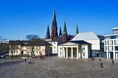 Panorámica Iglesia St. Lamberti Plaza Palacio real Oldenburg Alemania