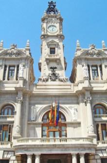 Balcón fachada banderas ayuntamiento mascletà Valencia