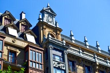 Escudo heráldico fachada edificio neoclásico Belle Époque San Sebastián Donostia