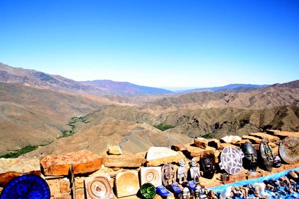 Puesto bereber productos tradicionales Marruecos carreteera Atlas