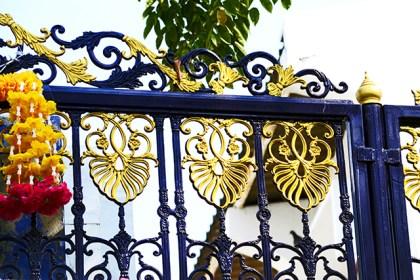 Adornos dorados casa klongs Bangkok