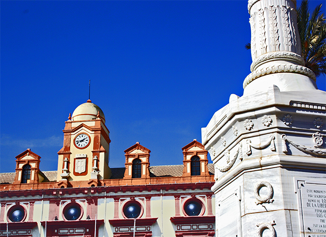 Columna fachada ayuntamiento Almería plaza vieja siglo XVII