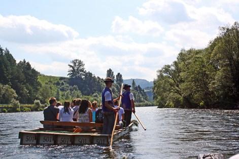 Blasas madera turistas río Dunajec parque natural Polonia
