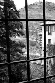 Vistas rejas Júcar Cuenca blanco y negro
