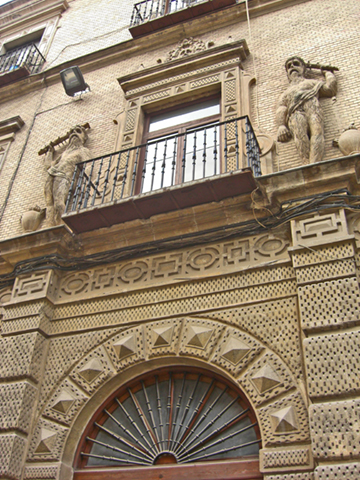 Soportal espectacular del Palacio Almodovar