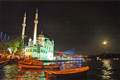 Vistas noche Ortakoy Puente del Bósforo Estambul